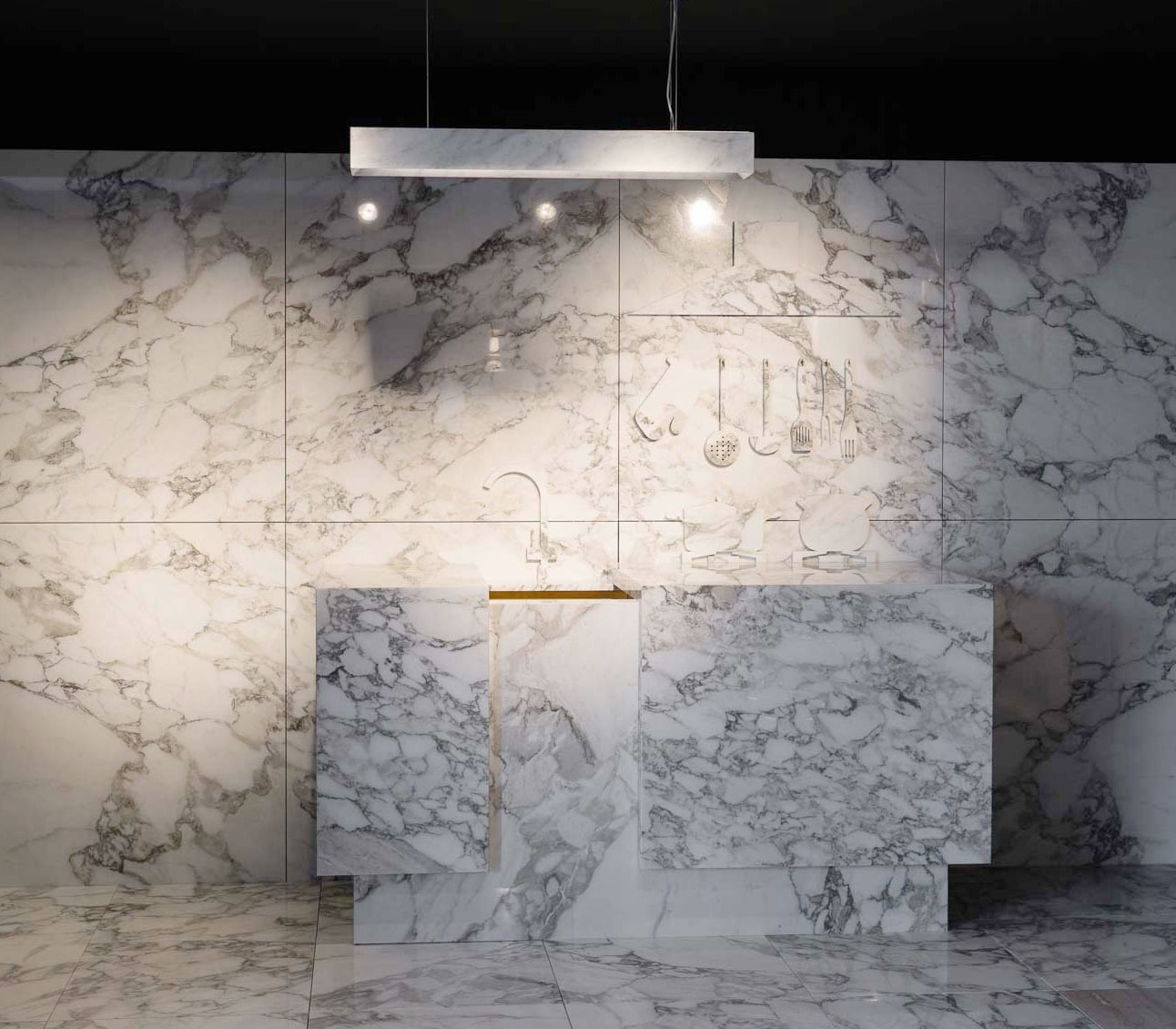 white arabescato marble kitchen